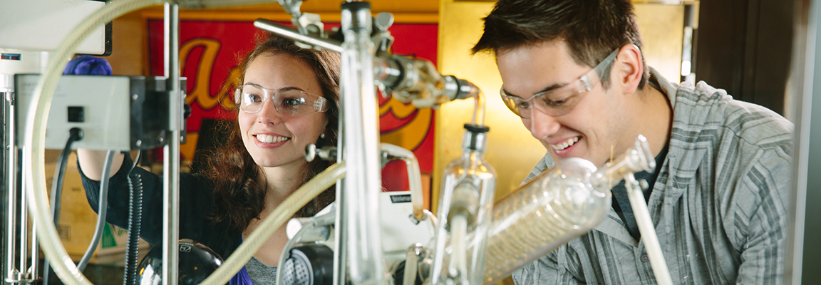 Students work in asphalt engineering laboratory